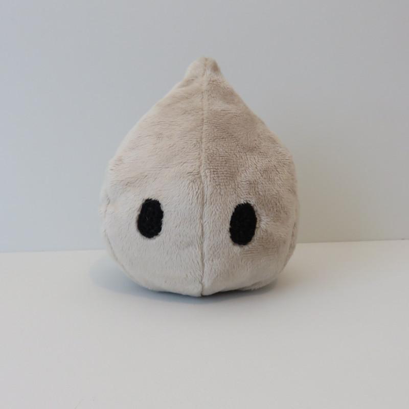 La peluche en forme de goutte avec deux yeux, de face