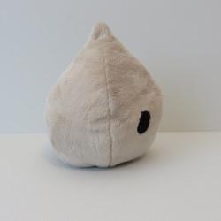 La peluche en forme de goutte avec deux yeux, de profil