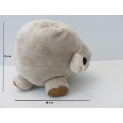 Dimensions de la peluche : 12 cm de haut, 16 cm de long