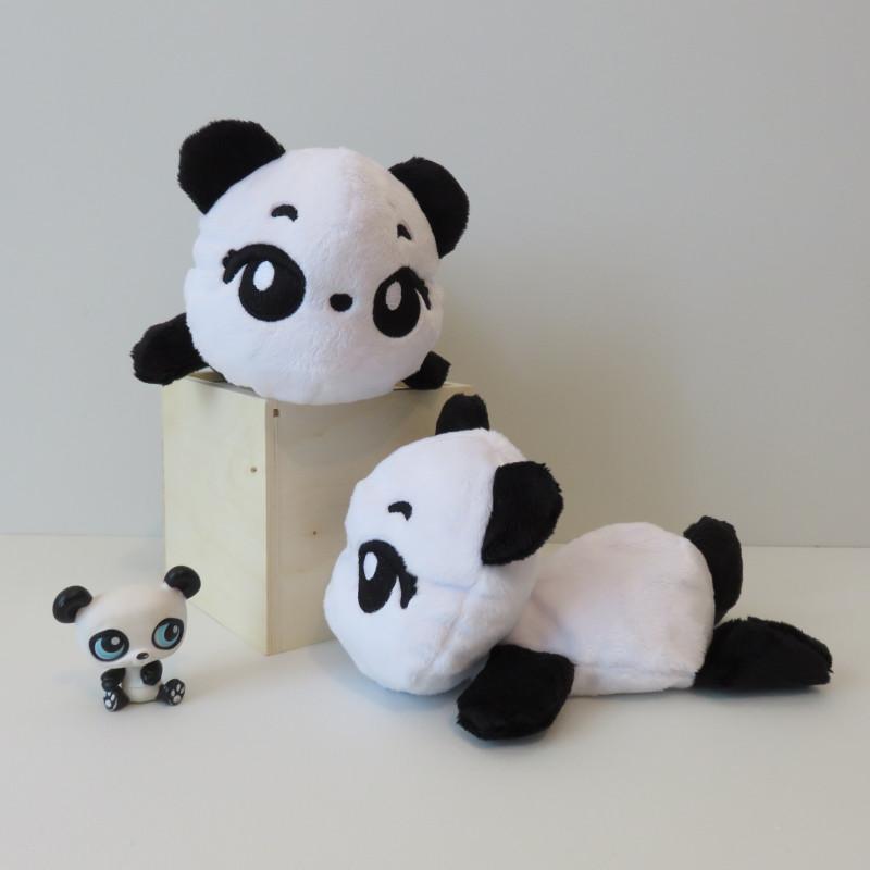 Suggestion de présentation : deux peluches pandas noires et blanches